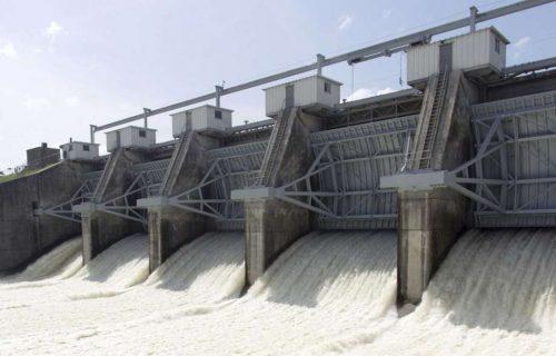 Uragano Harvey: una diga terrorizza Houston, bilancio a dieci morti