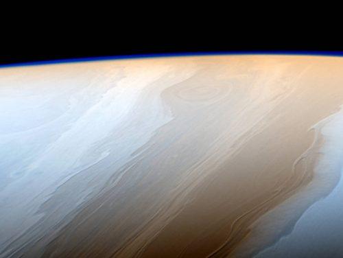 Saturno: le tempeste dell'atmosfera riprese da distanza record