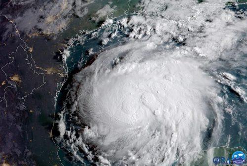 Usa: l'uragano Harvey si avvicina al Texas, migliaia di evacuati