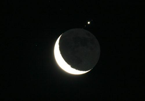 Congiunzione Luna Saturno: questa sera il suggestivo fenomeno