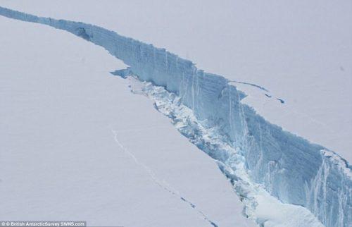 Antartide: il colossale iceberg A68 è in mare aperto