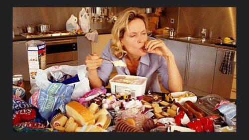 Mangiare per dimenticare? Fa male anche al cervello