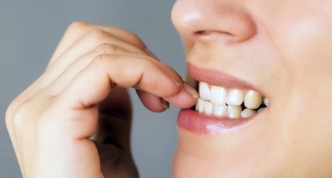 Mangiarsi le unghie: uno studio rivela l'origine del disturbo