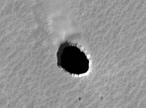 Spazio: scoperti enormi tunnel su Marte e sulla Luna