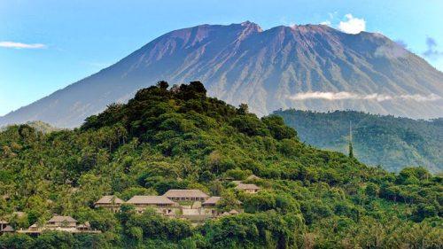 Indonesia vulcano Abung eruzione
