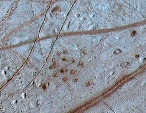 Civiltà extraterrestri? Nascoste sotto ai ghiacci di pianeti e lune