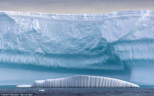 Antartide: osservato il distacco di un enorme iceberg