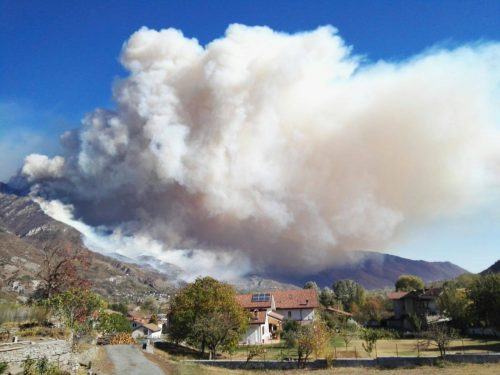 Incendi Piemonte: si allarga il fronte, Torino immersa nel fumo