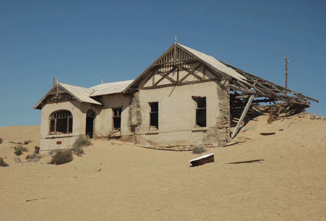 La città 'fantasma' di Kolmanskop, coperta dalla sabbia