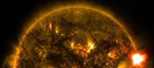 Buco coronale sul Sole: particelle cariche in arrivo verso la Terra