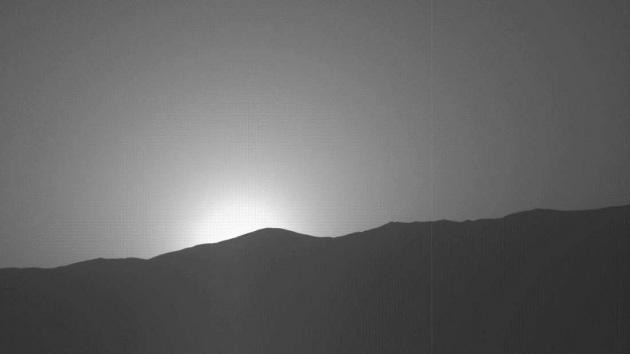 Tramonto blu su Marte: nuovo suggestivo scatto di Curiosity