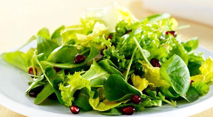 Mangiare tutti i giorni insalata: ecco gli effetti sul corpo
