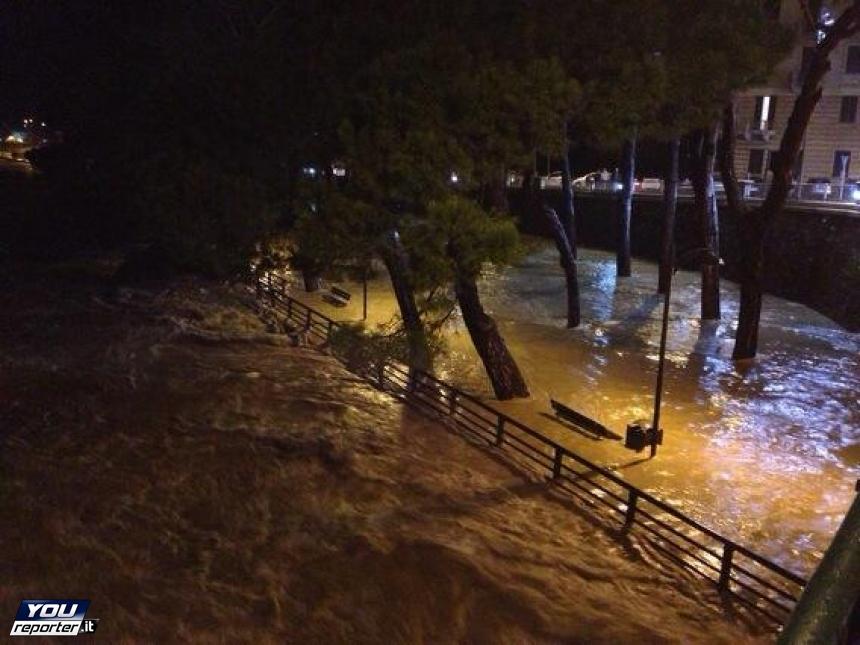 Maltempo nord: oltre mille evacuati in Emilia, danni in Liguria