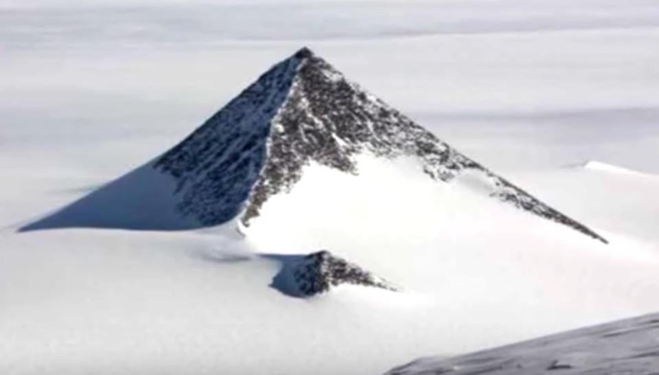 """La """"piramide"""" antartica, la struttura che incuriosisce appassionati e studiosi"""