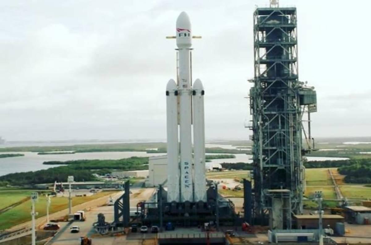 SpaceX pronta al debutto del razzo Falcon Heavy