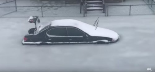 Usa: oceano invade le case e si congela, il video dal Massachusetts