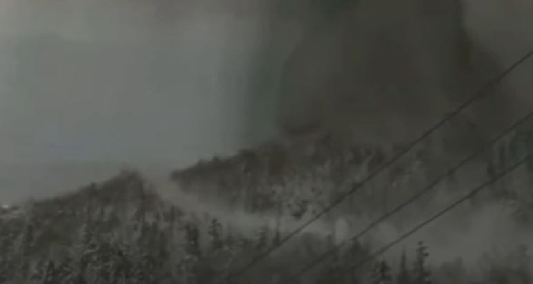 Vulcano si risveglia dopo 35 anni e provoca una valanga: 1 morto e 16 feriti