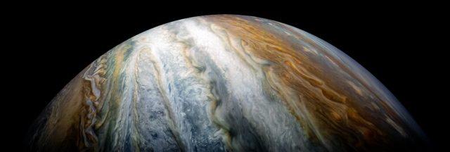 Giove: il nuovo spettacolare scatto di Juno riprende le nubi atmosferiche