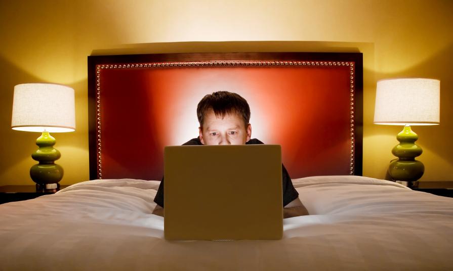Social network: basta un'ora per provocare insonnia nei giovani