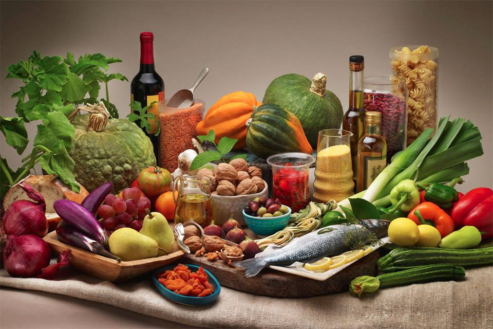 Cosa mangiano i centenari? Ecco i cibi della longevità