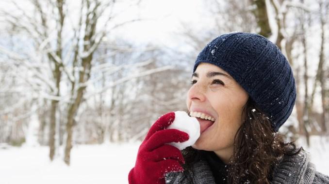 Mangiare la neve fa male: ecco cosa si rischia