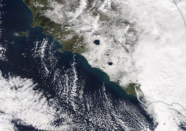 La nevicata su Roma vista dal satellite condivisa sui social