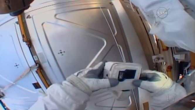 Astronauta della Iss dimentica la scheda SD della GoPro