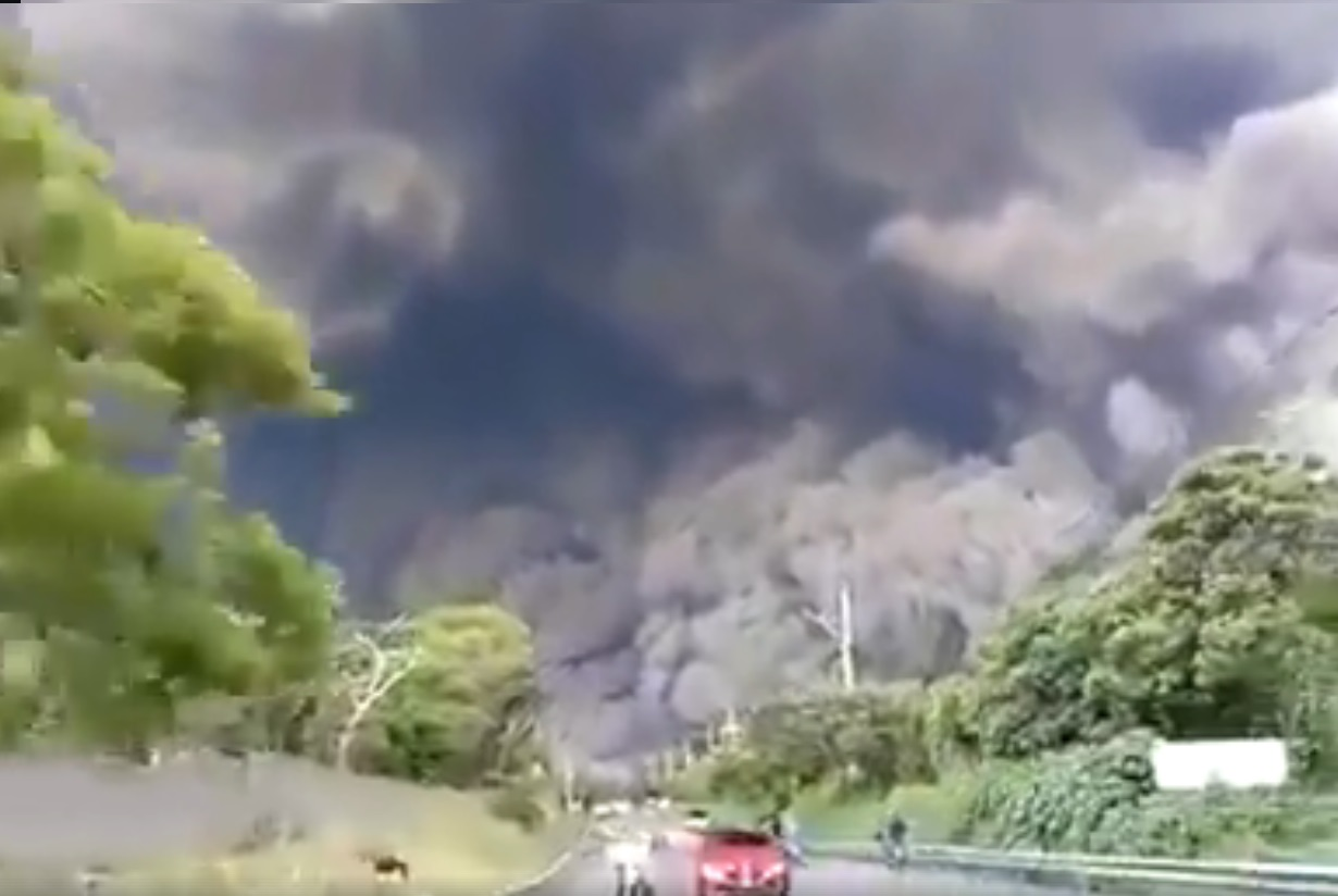 Guatemala: erutta il vulcano Fuego, oltre 50 morti. Il video