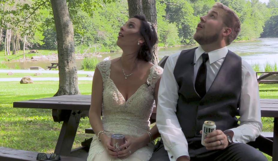 Paura dopo il matrimonio: ramo si spezza, sfiorati gli sposi
