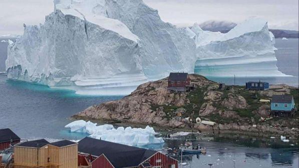 Iceberg alla deriva minaccia un paese, rischio crolli e tsunami