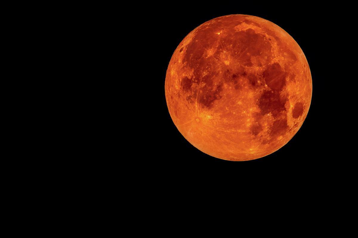 Eclissi Luna: sarà la più lunga del secolo