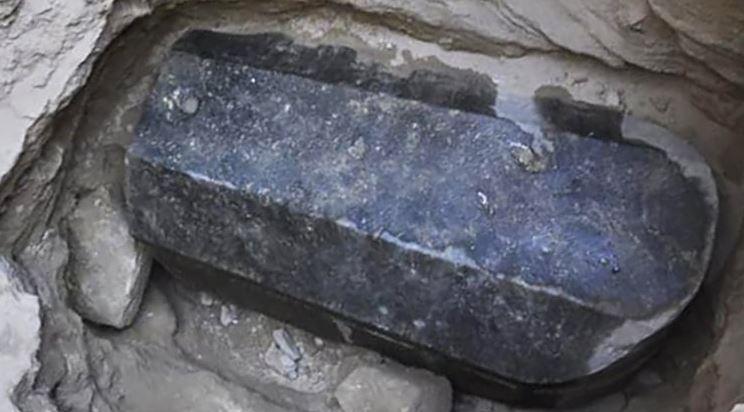 Riportato alla luce un sarcofago di 2000 anni fa ancora sigillato