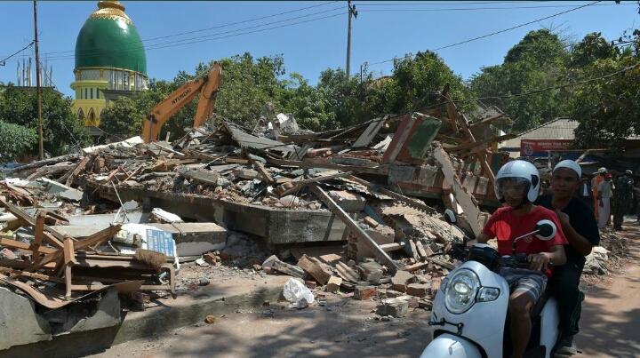 Terremoto Indonesia, bilancio record: quasi 400 morti