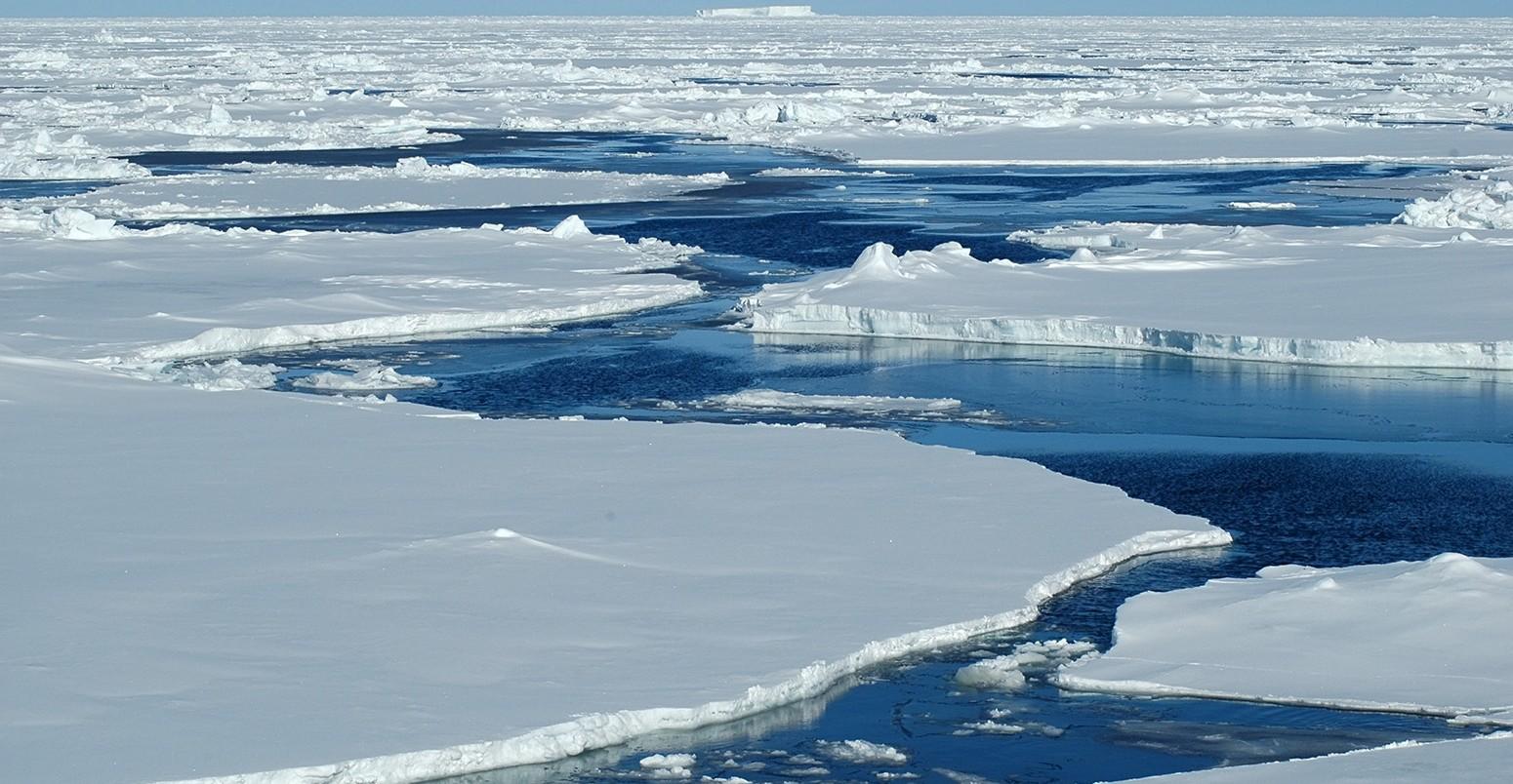 Artico: scoperta acqua calda in profondità, rischio scioglimento della banchisa
