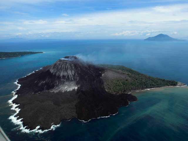 Eruzione dell'Anak Krakatau, il 'figlio' del Krakatoa: l'esplosione in diretta
