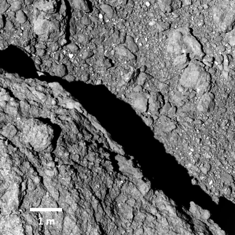 Spazio: ecco le foto di Ryugu, il primo asteroide fotografato dalla superficie
