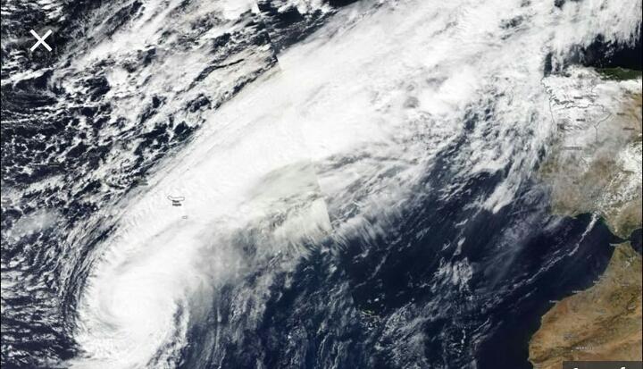 Uragano Leslie in avvicinamento all'Europa, tremano Spagna e Portogallo