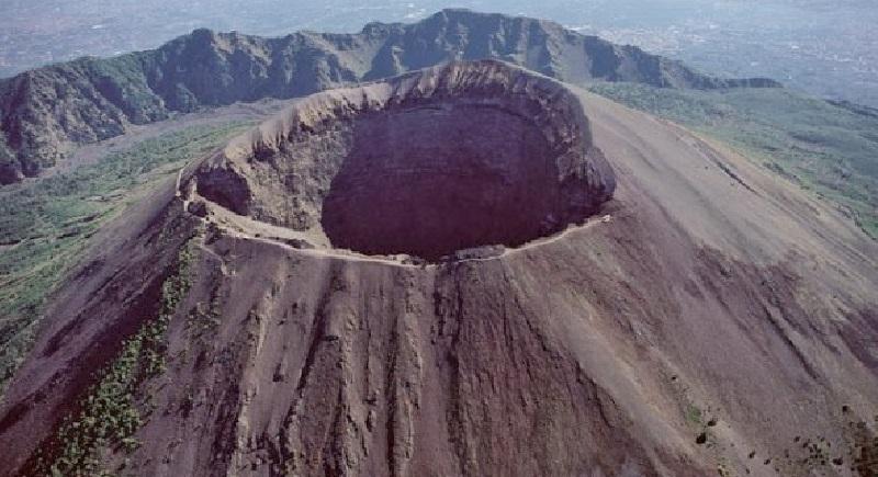 Vesuvio, 41 scosse di terremoto nell'area del cratere
