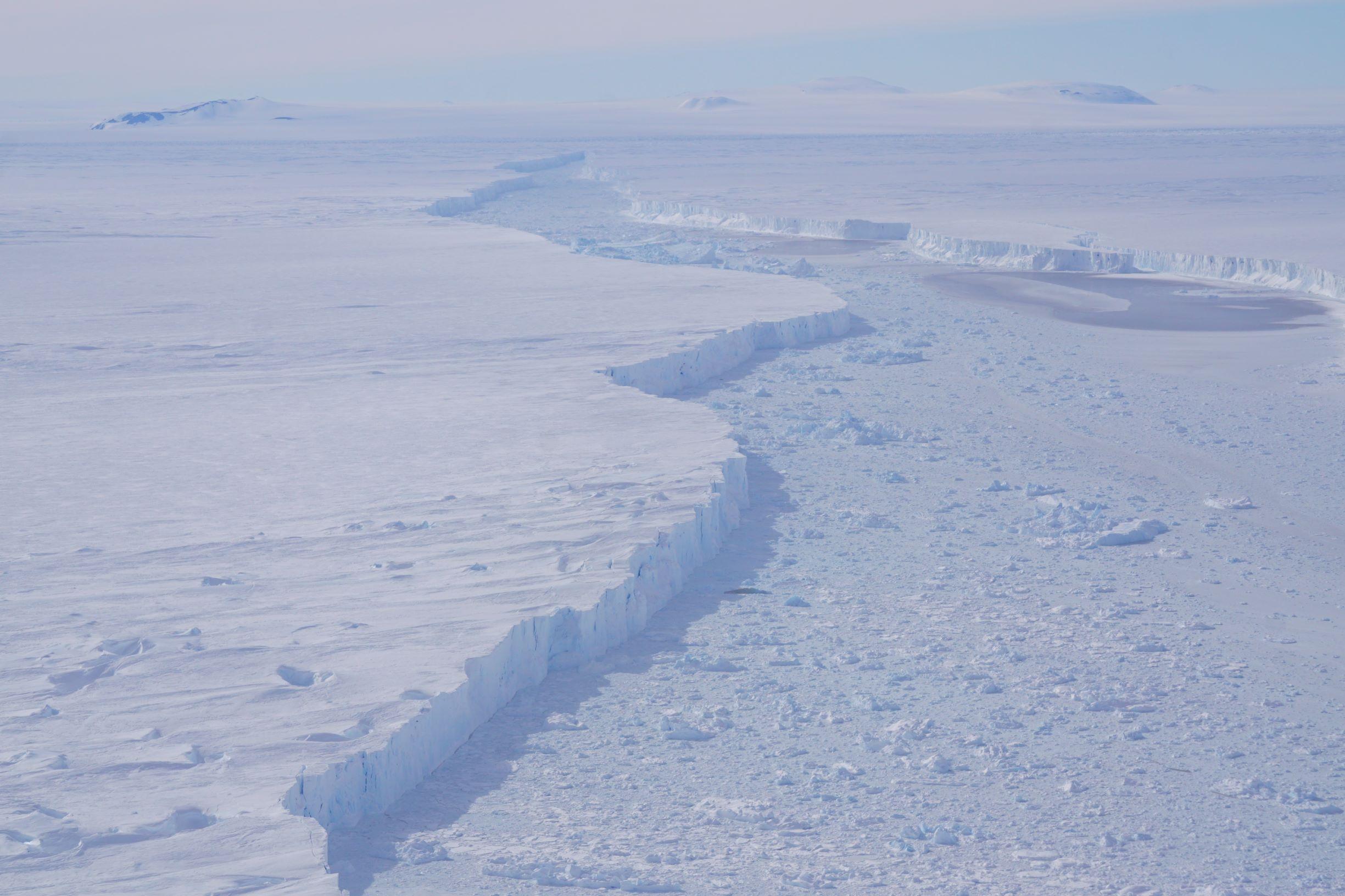 Antartide: colossale iceberg si stacca dalla piattaforma di Pine Island