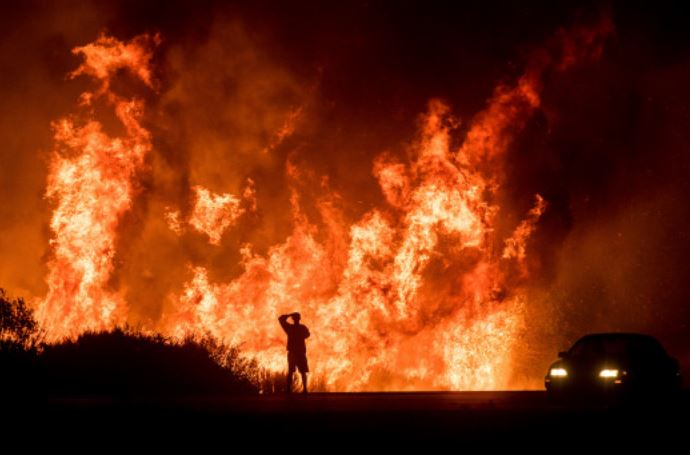Incendi California: si aggrava il bilancio, 63 morti e 600 dispersi