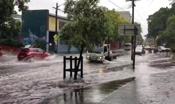 Maltempo Australia: piogge torrenziali a Sydney, incendi nel Queensland