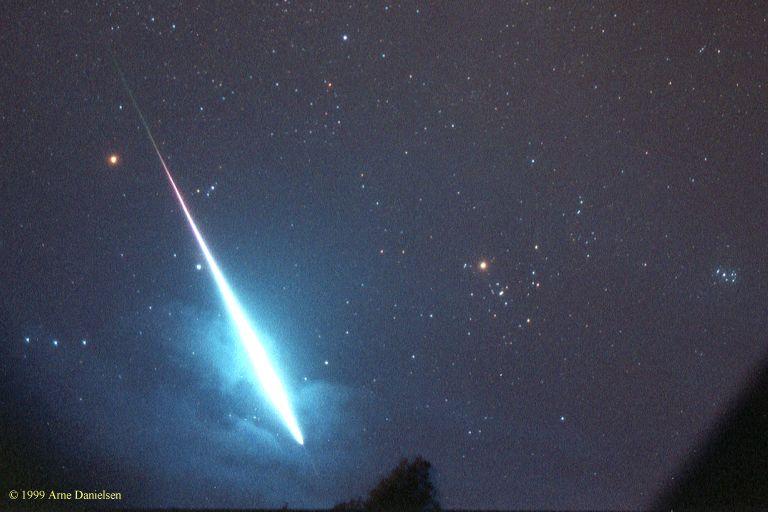 Spazio: scienziati alla ricerca di un meteorite precipitato sabato scorso in Francia