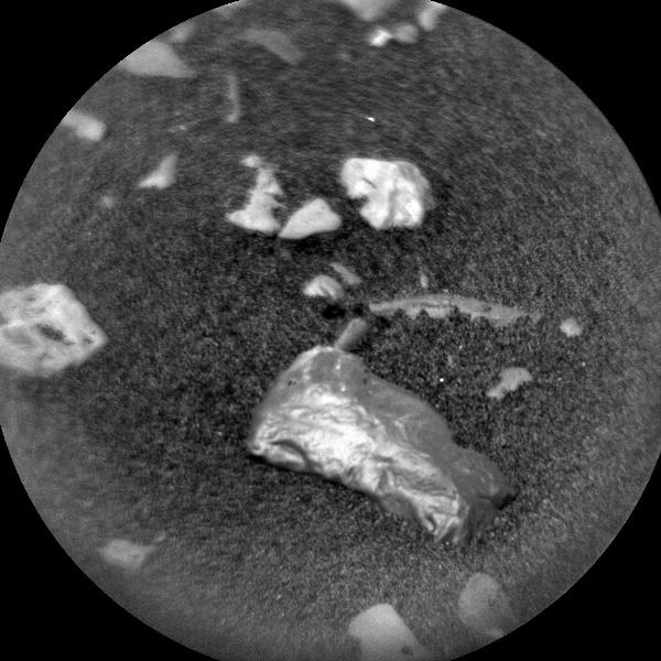 Marte: Curiosity scopre oggetto 'scintillante'. Le ipotesi degli scienziati