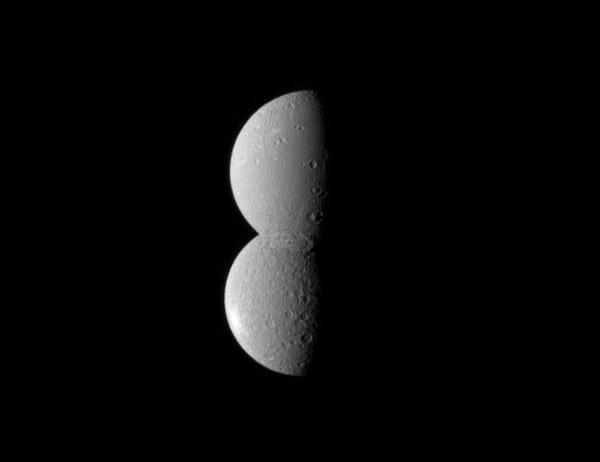 Pupazzo di neve spaziale: l'immagine di Cassini di Dione e Rea