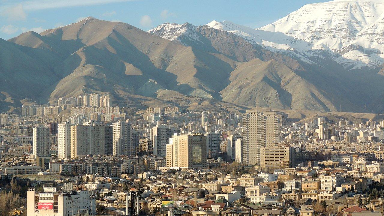 Teheran affonda, gli esperti lanciano l'allarme