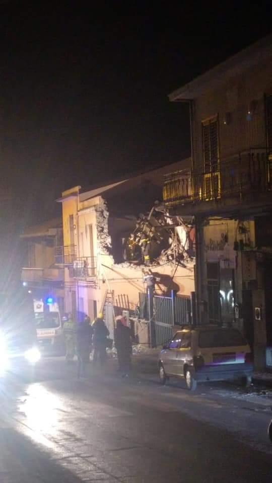 Terremoto Catania: crollano case, feriti e gente in strada