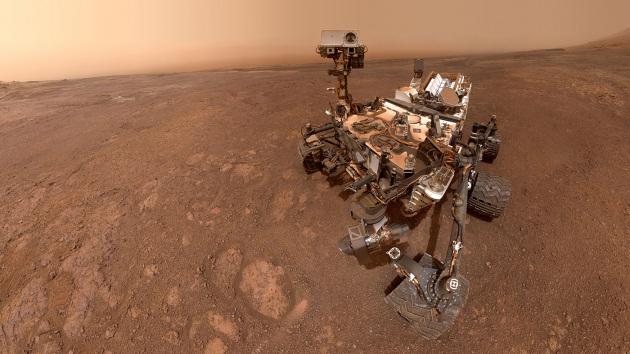 Marte: Curiosity si sposta, a caccia di nuovi segreti sull'acqua marziana