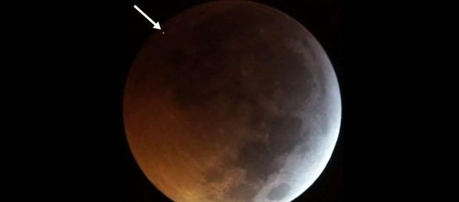 Meteorite precipita sulla Luna durante eclissi lunare: il video