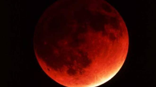 Eclissi totale di Luna: come e quando osservare l'evento dell'anno