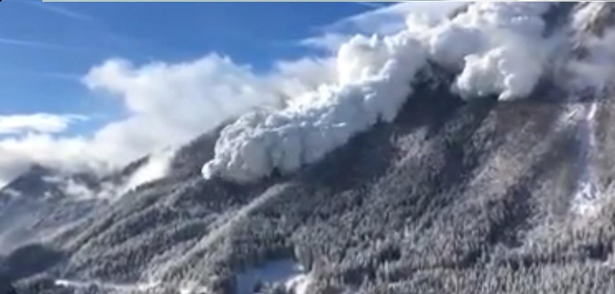 Enorme valanga a Vinadi, in Svizzera: il video